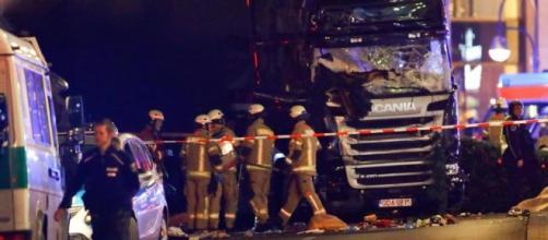 Lorry crashes into Christmas market in Breitscheidplatz in Berlin ... - thesun.co.uk