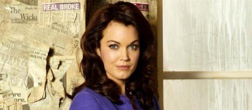 Scandal : Bellamy Young (Mellie) révèle son point commun avec son personnage dans la série