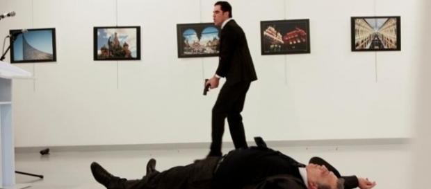 Ambasadorul Rusiei împuşcat mortal în Turcia, într-o galerie din Ankara