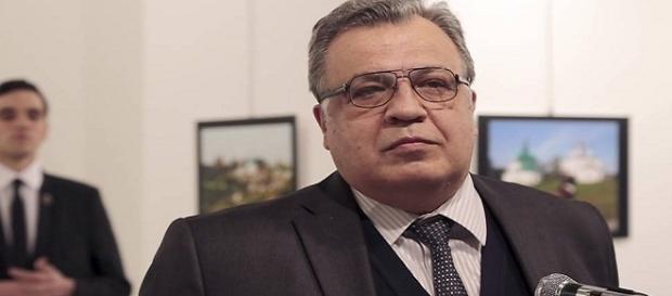 Assassinado do embaixador russo pode minar acordos de paz na Síria e relações entre Rússia e Turquia.