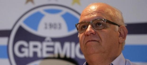 Romildo Bolzan, presidente do Grêmio