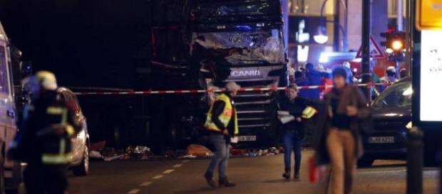 VIDEO: Atentat la Berlin - Imaginea dezastrului. Sunt cel puţin 12 morţi şi 48 de răniţi - foto REUTERS