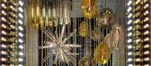 Abby Modell's glamorous glass art installation is on display in a Bloomingdale's window for the holiday season. / Photo via Abby Modell.