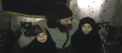 Gravação mostra momento em que meninas são mandadas para a morte (Mirror)