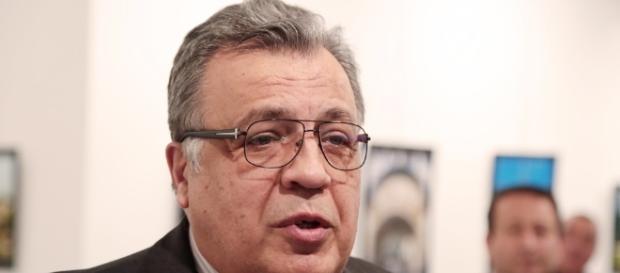 Andrei Karlov, embaixador russo, morre após ataque na Turquia