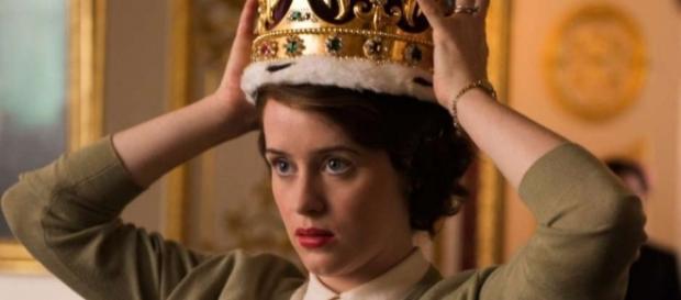"Claire Foy em cena de ""The Crown"""