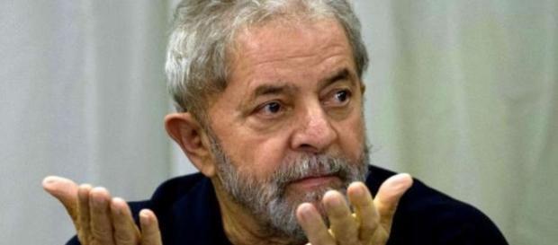 Lula é processado mais uma vez.