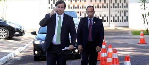 Janot sugere a Maia novo projeto de lei de abuso Foto: http://img.estadao.com.br/fotos3/750x423/Maiadois.jpg