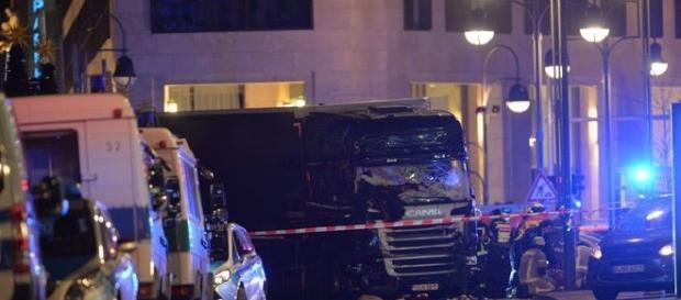 Atentatul din Berlin: Polițiștii au găsit amprentele tunisianului Anis Amri pe camionul ucigaș