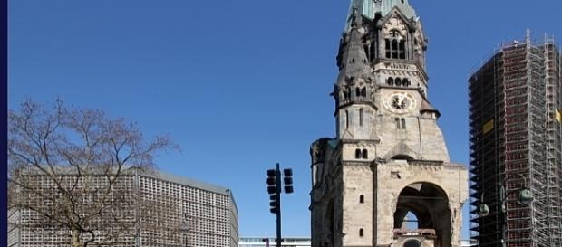 Diese Kirche wurde nun zum Symbol für nicht enden wollende Tragödie Europas. Bildquelle: Berlin: Kościół Pamięci Cesarza Wilhelma, von: Anagoria, GFDL
