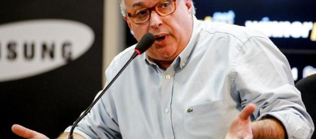 Em reunião nesta quarta feira Roberto de Andrade definiu o novo técnico.
