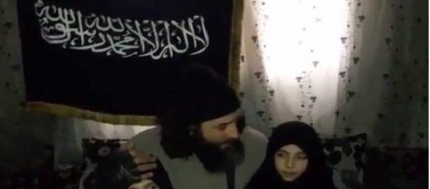 Tatăl jihadist le ține un discurs de încurajare fetelor