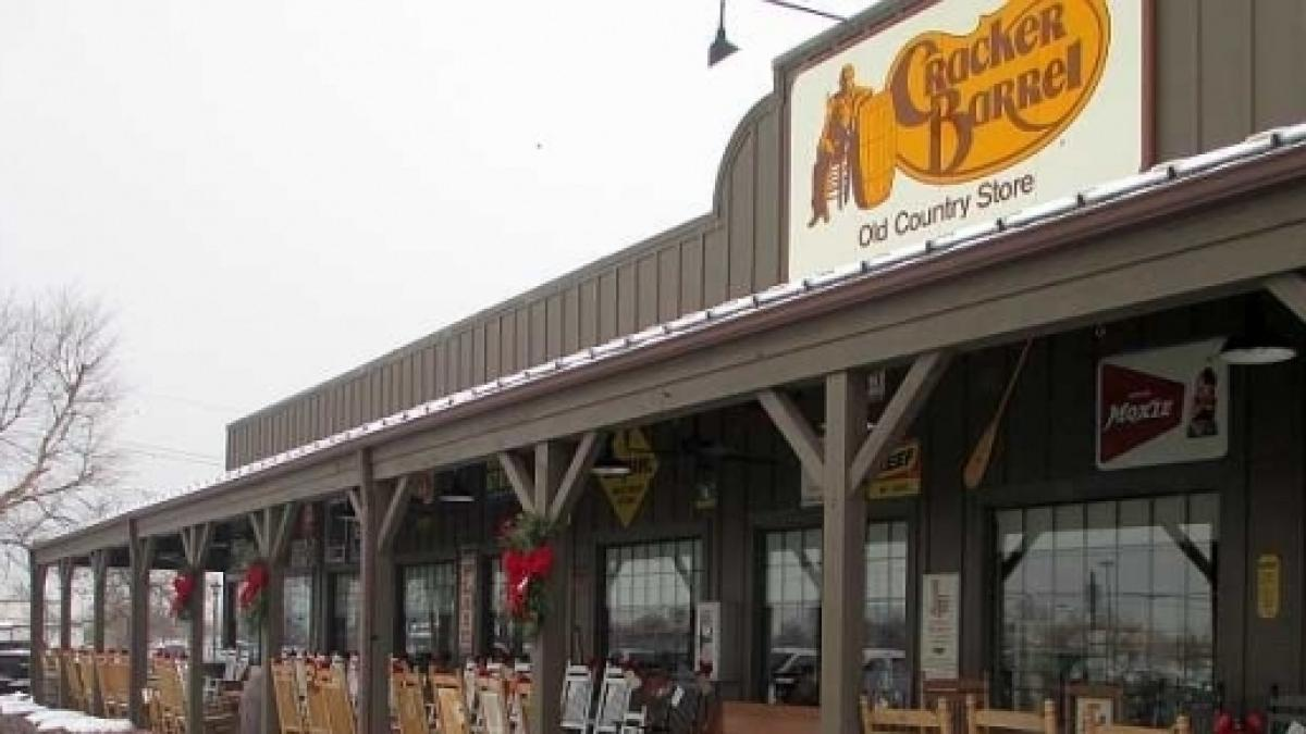 Cracker Barrel Christmas.Cracker Barrel Open For Christmas Dinner Holiday Hours