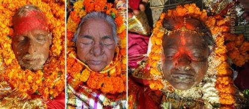 Alcune foto scattate dal giovane fotografo Indra Kumar Jha, ai defunti sulle rive del Gange