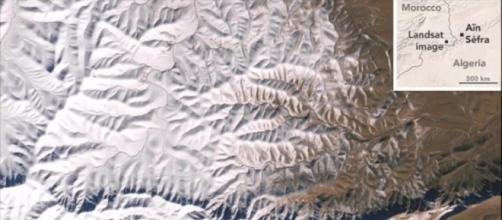 Imagens de satélite mostram a extensão da cobertura de neve que atingiu o Saara (Crédito: YouTube/News247)