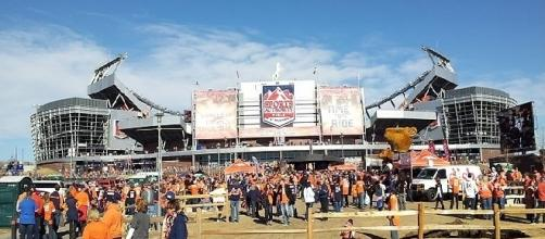 Sports Authority Field (Credit: thelastcanadian - wikimedia.org)