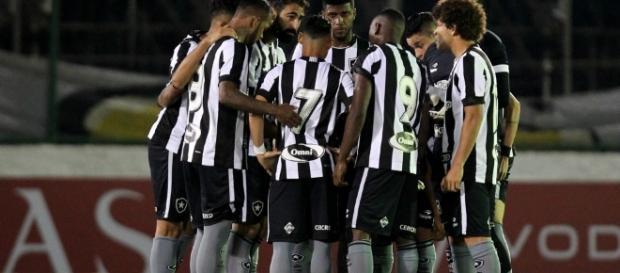 Botafogo tem novo camisa 7, que chega para a libertadores.