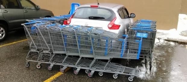 Motorista deve ter tido um pouco de trabalho para poder sair com seu carro