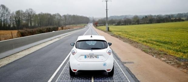 Placas solares receberam tratamento especial para suportar o tráfego