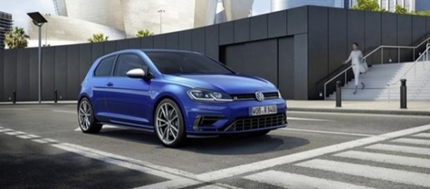 Volkswagen Golf R 2017 tem 310 cv de potência