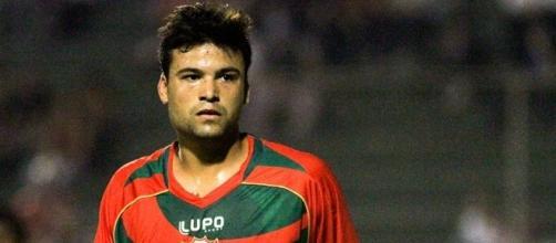 Jogador entrou em campo contra o Grêmio quando deveria cumprir mais um jogo de suspensão