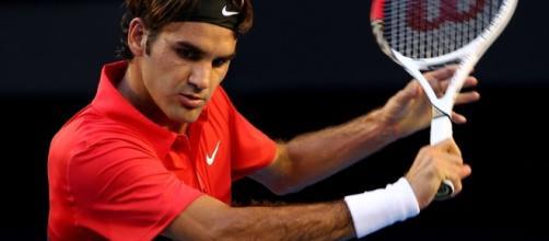 Un'immagine di Roger Federer intento ad eseguire uno dei suoi splendi colpi - superscommesse.it