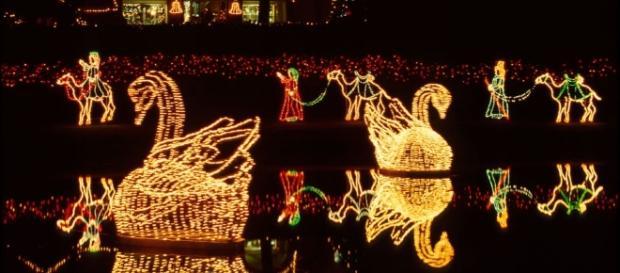 Andere Länder, andere Sitten: Die Amerikaner mögen es an Weihnachten bunt. (Fotoverantw./URG Suisse: Blasting.News Archiv)