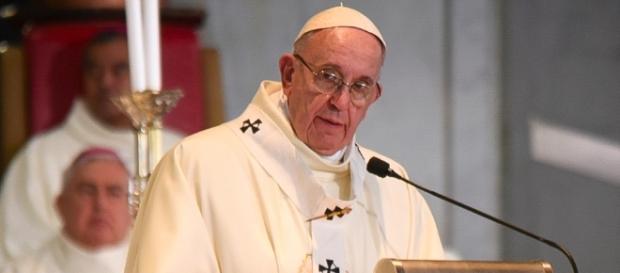 Der Papst mahnt die Welt zum Frieden. (Marko Vombergar, ALETEIA/ flickr/ CC BY 2.0)