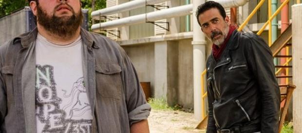 Fat Joey e Negan na base dos Salvadores