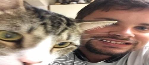 Animal de estimação não gostou de ver o dono feliz (Jessica Freeman/Facebook)