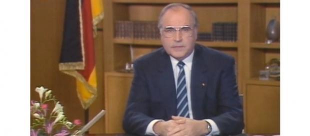 Panne total: 1986 sendete ein verpeilter Fernsehmann die Kanzler-Ansprache des Vorjahres. (Fotoverantw./URD Suisse: Blasting.News Archiv)
