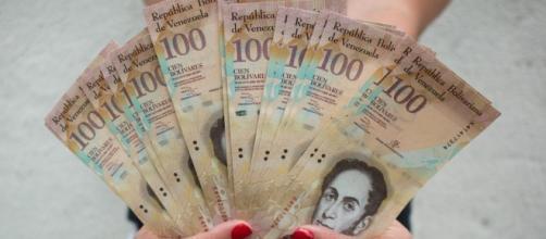 El canje de billetes de 100 Bs compromete a Venezuela