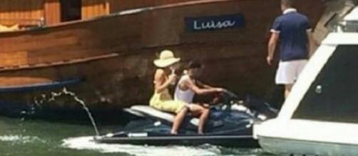 Neymar e Marquezine são flagrados passeando de jet ski em Angra dos Reis