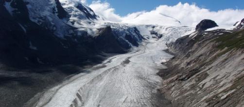 Ritiro dei ghiacciai montani, in foto il nevaio di Pasterze in Austria