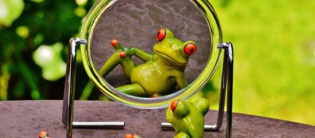 Mantener conversaciones frente al espejo es una técnica fantástica para recuperar la autoestima