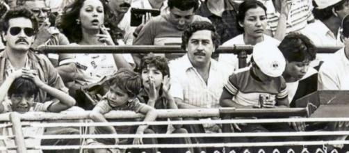 Pablo Escobar indo ao estádio de Futebol