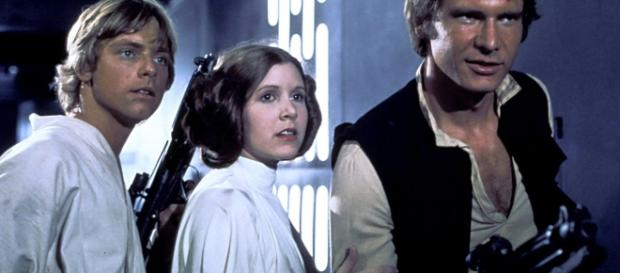 Carrie Fisher fighting for life after massive heart attack as Star ... - mirror.co.uk
