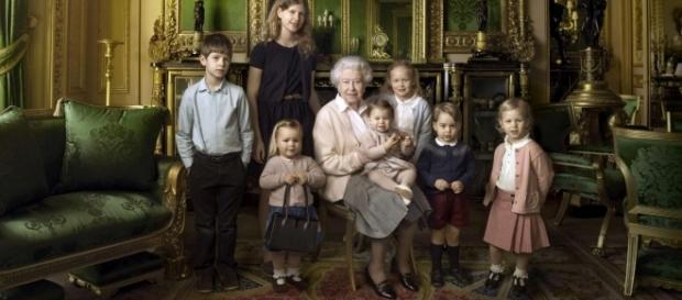La Regina Elisabetta con tutti i nipoti e pronipoti