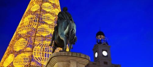 "Puerta del Sol, Madrid, donde se celebra la tradicional ""Nochevieja"""