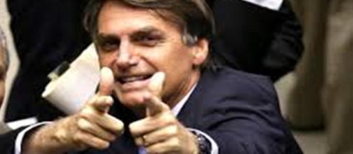 Segundo as informações do Datafolha, Bolsonaro é o único candidato que não está envolvido em escândalos de corrupção