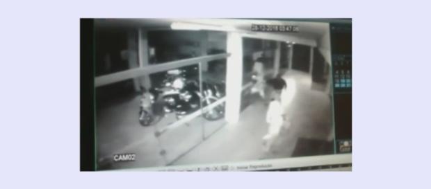 Ladrão se dá mal ao quebrar porta de vidro