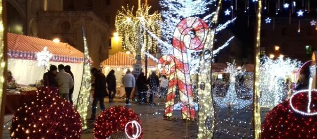 Piazza Sant'oronzo colma di luminarie