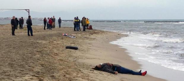 ROMÂNCĂ de 45 de ani găsită MOARTĂ pe o plajă din ITALIA - foto arhivă