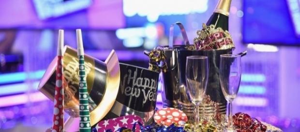 Sing along to 'Auld Lang Syne' as we ring in 2017 - vegas24seven.com