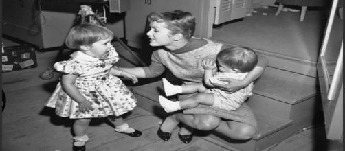 Debbie Reynolds con i suoi figli negli anni 1950
