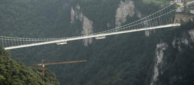 Cina, il ponte di cristallo più alto e più lungo del mondo - Foto ... - panorama.it