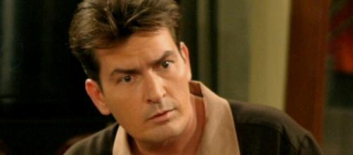 Charlie Sheen revelou ao público que tem o vírus da AIDS