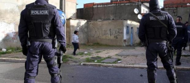 A polícia é sempre quem repara desordens e mantém a ordem.