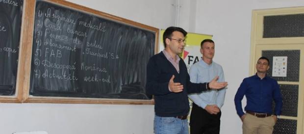 Bogdan Rodeanu în timpul unei prezentări pentru studenții basarabeni