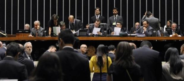 Câmara aprova pacote de combate a corrupção